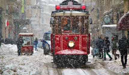 İstanbul'da beklenen kar yağışı başladı! İstanbul'da kar kalınlığı 20 cm'yi bulacak…